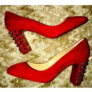 CHRISTIAN LOUBOUTIN Donna Stud Spikes Suede Pumps